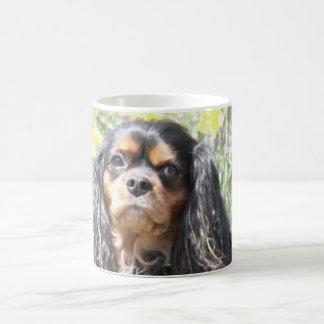 Perro de aguas de rey Charles arrogante pintado Taza Clásica