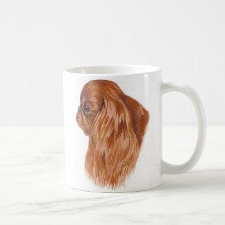 Perro de aguas de rey de rubíes Charles de la taza