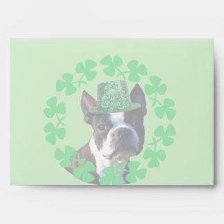 Perro de Boston Terrier del día del St Patricks