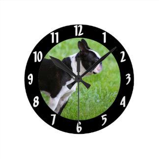 Perro de Boston Terrier Reloj Redondo Mediano