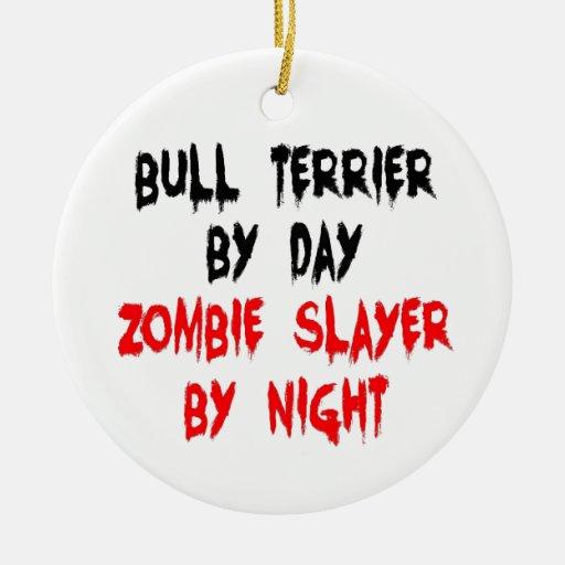 Perro de bull terrier del asesino del zombi ornatos