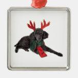 Perro de caniche negro de juguete del navidad ornamento de navidad