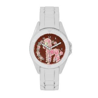 Perro de caniche rosado femenino lindo relojes de pulsera