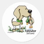 Perro de caza - pegatinas amarillos del labrador r etiqueta redonda