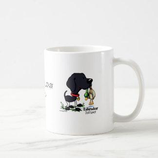 Perro de caza - taza negra del labrador retriever