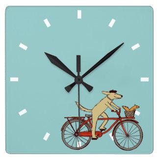 Perro de ciclo con el amigo de la ardilla - arte d reloj