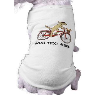 Perro de ciclo con el amigo de la ardilla - arte d camisetas de perrito