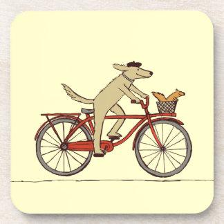 Perro de ciclo con el amigo de la ardilla - arte posavasos de bebida