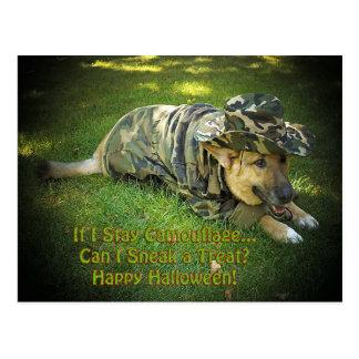 Perro de Halloween en camuflaje Postal