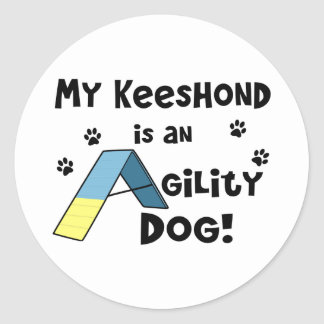 Perro de la agilidad del Keeshond Pegatina Redonda