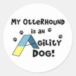 Perro de la agilidad del Otterhound Etiquetas Redondas