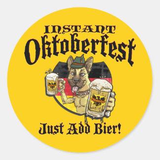 Perro de la cerveza de Oktoberfest Pegatina Redonda