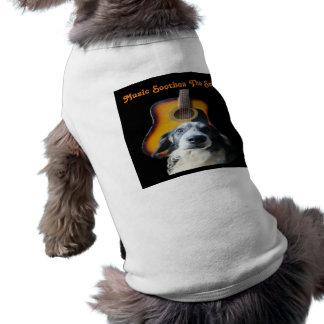 Perro de la guitarra de la ropa del perro playera sin mangas para perro
