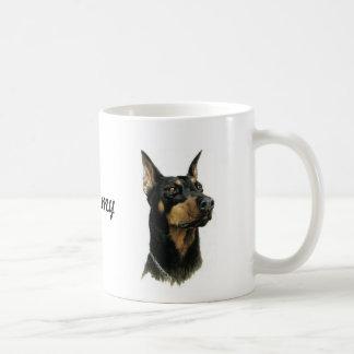 Perro de la taza del Pinscher del Doberman