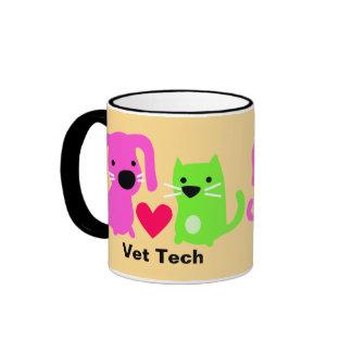 Perro de la tecnología del veterinario y gato y co tazas