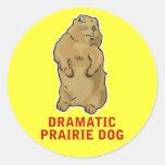 Perro de las praderas dramático etiqueta redonda