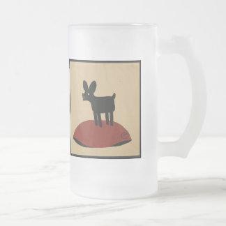 Perro de mirada divertido impar - ejemplo de libro taza de cristal