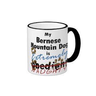 Perro de montaña de Bernese extremadamente travies Tazas