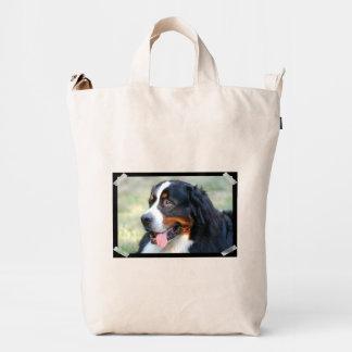 Perro de montaña de Bernese lindo Bolsa De Lona Duck