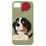 Perro de montaña de Bernese que sostiene el globo iPhone 5 Case-Mate Coberturas