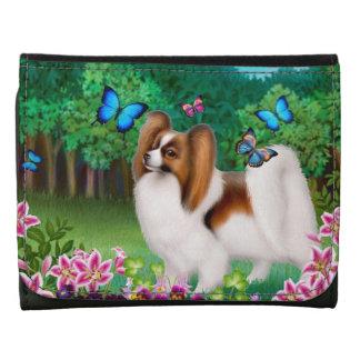 Perro de Papillon con la cartera de cuero de las m