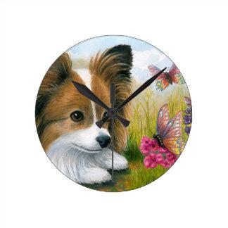 Perro de Papillon del perro 123 con las mariposas Relojes