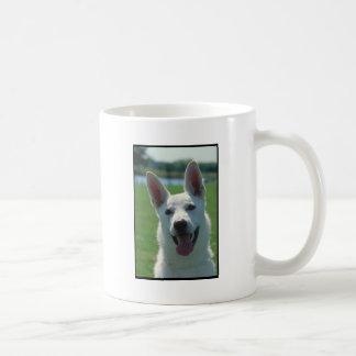 Perro de pastor alemán blanco taza de café