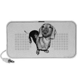 Perro de patas muy cortas blanco y negro de semito iPod altavoces