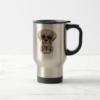 Perro de perrito amarillo lindo del laboratorio taza térmica