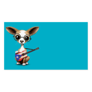 Perro de perrito de la chihuahua que toca la tarjetas de visita