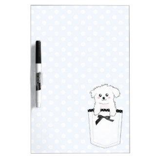 Perro de perrito lindo del bolsillo pizarras blancas