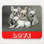 Perro de perrito lindo del dogo francés del amor M Alfombrilla De Ratones