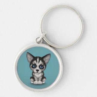 Perro de perrito lindo del husky siberiano en azul llaveros