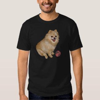 Perro de Pomeranian con la bola Camisas