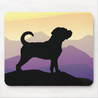 Perro de Puggle de las montañas púrpuras Tapetes De Ratones
