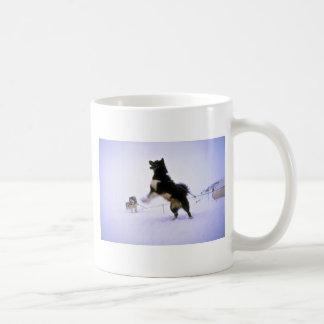 Perro de trineo emocionado tazas