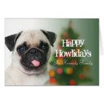 Perro del barro amasado contra el árbol de navidad tarjeta de felicitación