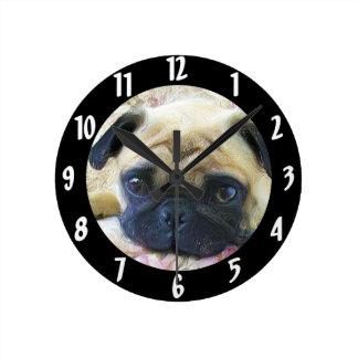 Perro del barro amasado relojes de pared