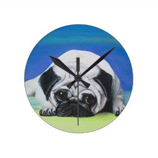 Perro del barro amasado reloj redondo mediano