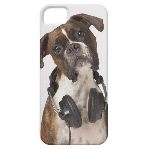 perro del boxeador con los auriculares iPhone 5 Case-Mate fundas