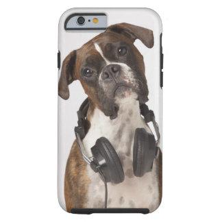 perro del boxeador con los auriculares funda de iPhone 6 tough