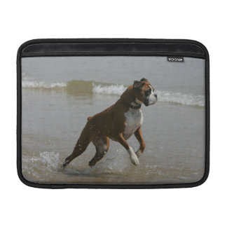 Perro del boxeador en agua funda para macbook air