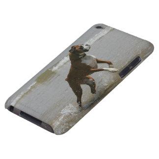 Perro del boxeador en agua iPod touch Case-Mate cobertura