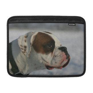 Perro del boxeador en la nieve fundas macbook air