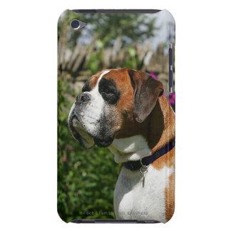 Perro del boxeador en las flores iPod touch Case-Mate cobertura
