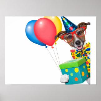 Perro del cumpleaños con el lazo y los vidrios de póster