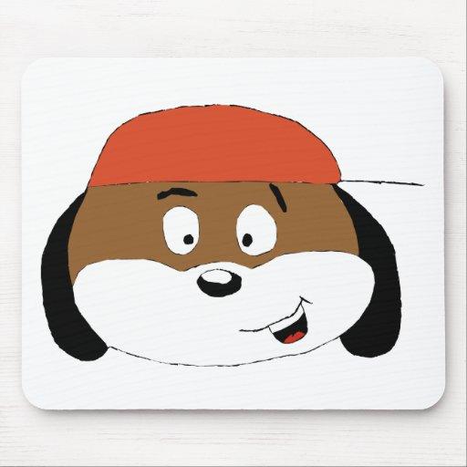 Perro del dibujo animado con la gorra de béisbol alfombrilla de ratones