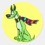 Perro del dibujo animado que lleva una bufanda etiquetas
