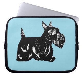 Perro del escocés con la manga azul del ordenador  mangas portátiles