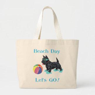 Perro del escocés del día de la playa bolsa tela grande